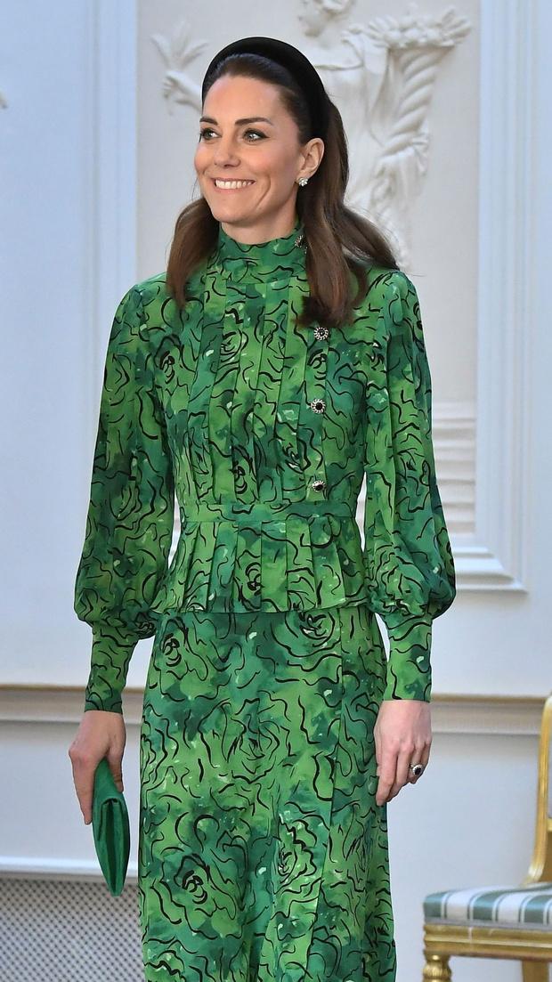 Ирландская фея: Кейт Миддлтон в зеленом платье Alessandra Rich (фото 3)