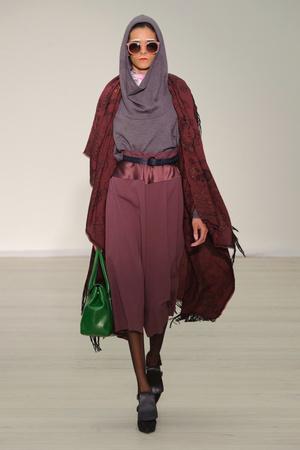Показы мод Vivienne Westwood Red Label Осень-зима 2013-2014 | Подиум на ELLE - Подиум - фото 768