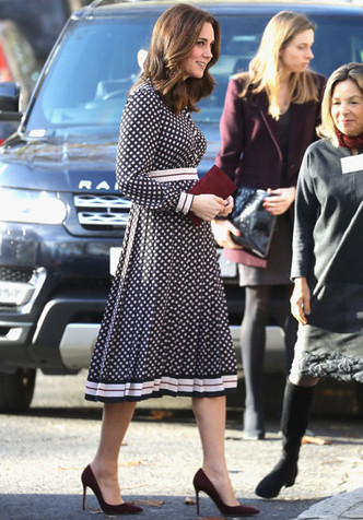 Образ дня: беременная Кейт Миддлтон в платье Kate Spade (фото 5)