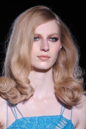 Показ Atelier Versace коллекции сезона Осень-зима 2012-2013 года Haute couture - www.elle.ru - Подиум - фото 402995