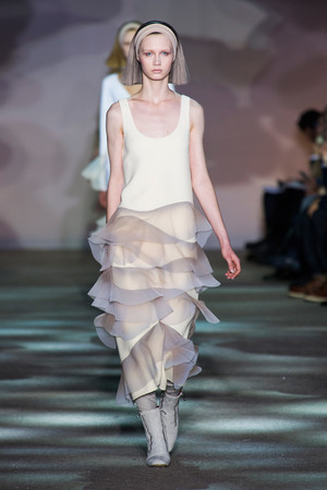 Показы мод Marc Jacobs Осень-зима 2014-2015 | Подиум на ELLE - Подиум - фото 3873