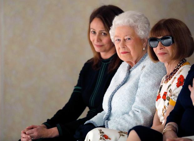Исторический момент: Елизавета II стала гостьей Недели моды в Лондоне (фото 1)