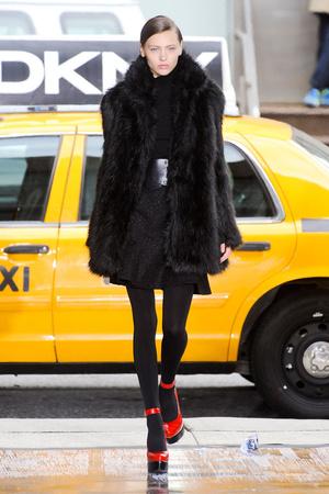 Показы мод DKNY Осень-зима 2012-2013 | Подиум на ELLE - Подиум - фото 1689