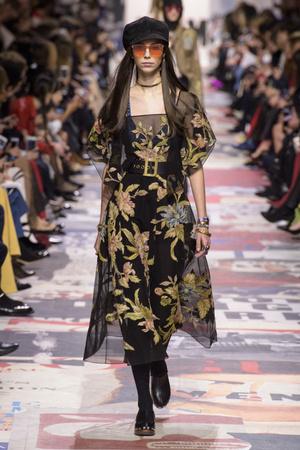 Показ Christian Dior коллекции сезона осень-зима  2018-2019 года Prêt-à-porter - www.elle.ru - Подиум - фото 703261
