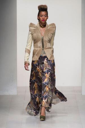 Показ Fashion Fringe коллекции сезона Весна-лето 2013 года prêt-à-porter - www.elle.ru - Подиум - фото 434757