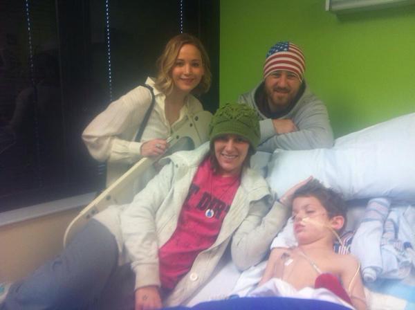 Дженнифер Лоуренс в детском госпитале Kosair в 2014 году