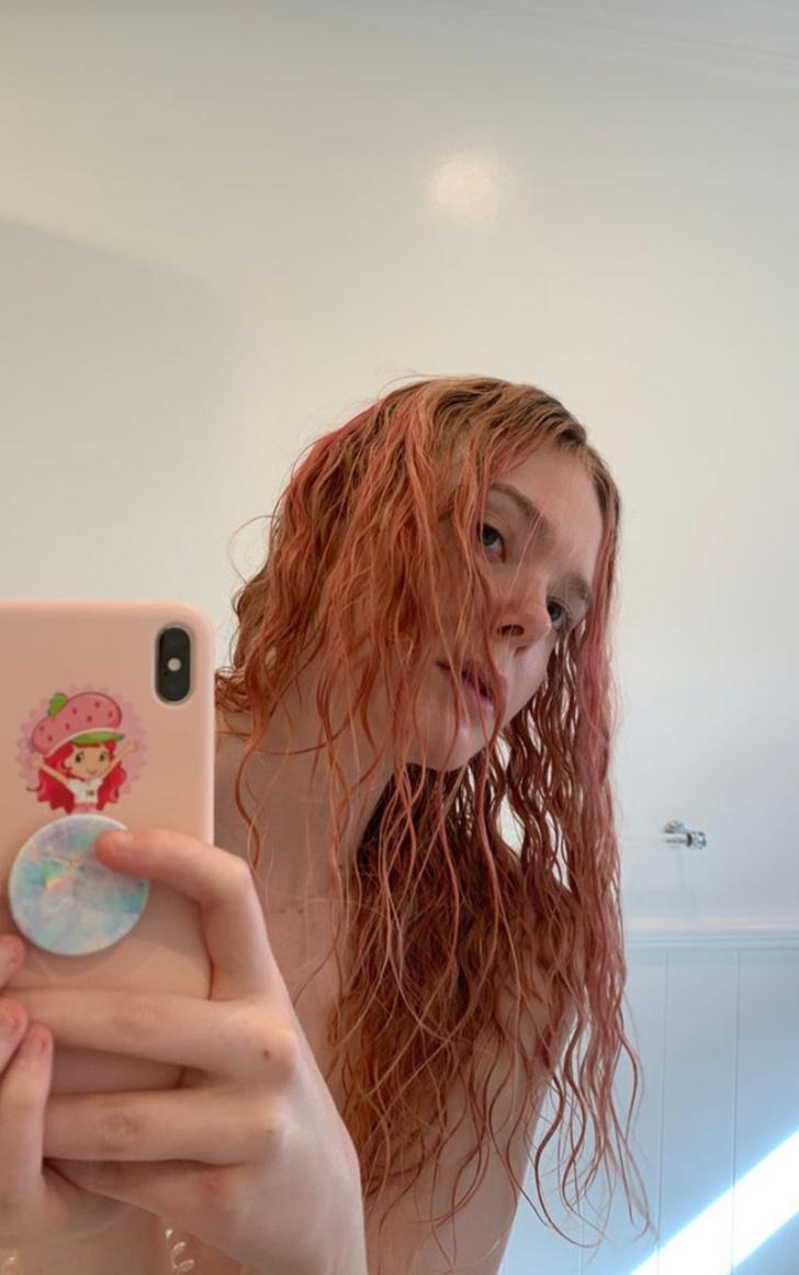 Из блондинки в русалку: Эль Фаннинг кардинально сменила цвет волос (фото 1)