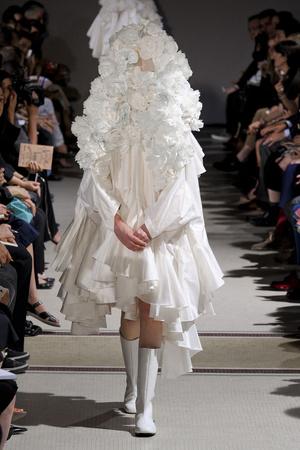 Показы мод Comme des Garcons Весна-лето 2012 | Подиум на ELLE - Подиум - фото 1805