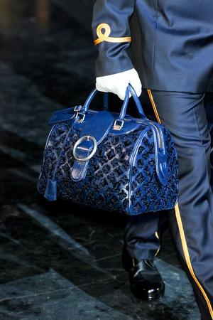 Показ Louis Vuitton коллекции сезона Осень-зима 2012-2013 года Prêt-à-porter - www.elle.ru - Подиум - фото 388173
