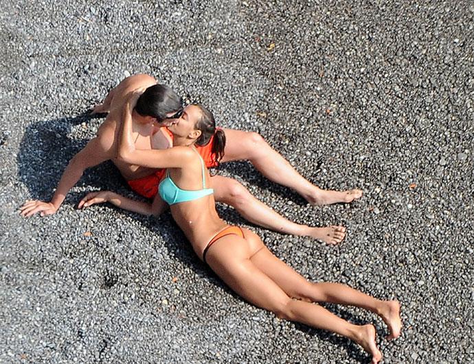 Ирина Шейк и Брэдли Купер на побережье Амальфи
