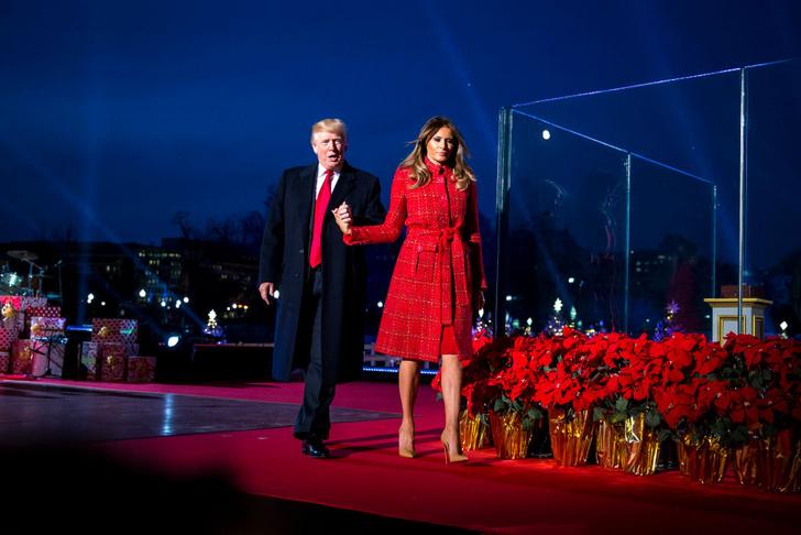 Мелания Трамп в пальто Chanel на торжественной церемонии в Белом доме (фото 3)