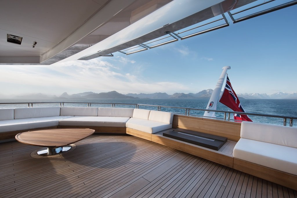 Морская прогулка: парусники и яхты от известных дизайнеров | галерея [7] фото [3]