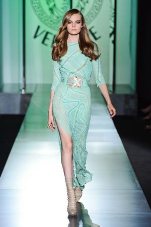 Показ Atelier Versace коллекции сезона Осень-зима 2012-2013 года Haute couture - www.elle.ru - Подиум - фото 402898