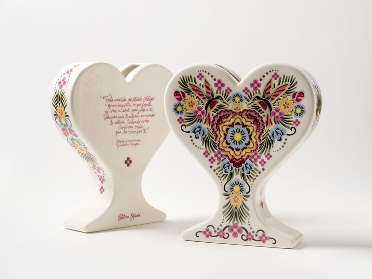 15 ваз в форме сердца: выставка в Мадриде (фото 0)
