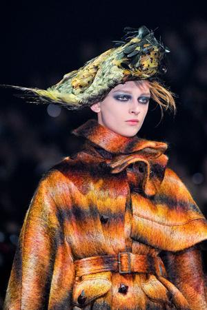 Показ John Galliano коллекции сезона Осень-зима 2012-2013 года Prêt-à-porter - www.elle.ru - Подиум - фото 382511