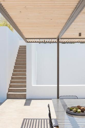 Белоснежная вилла на Санторини от Kapsimalis Architects (фото 7.1)