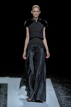 Показ Maxime Simoens коллекции сезона Осень-зима 2011-2012 года haute couture - www.elle.ru - Подиум - фото 278931