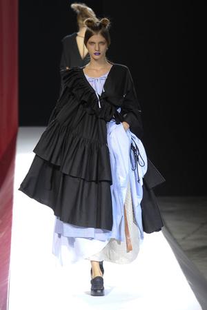Показы мод Yohji Yamamoto Весна-лето 2012 | Подиум на ELLE - Подиум - фото 1815