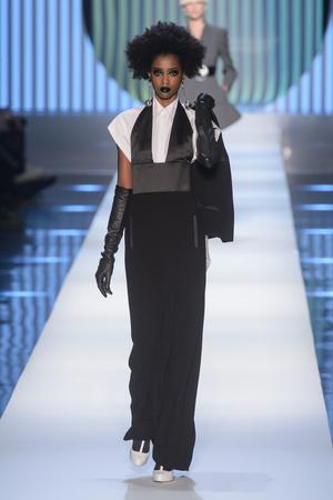 Показ Jean Paul Gaultier коллекции сезона Весна-лето 2018 года Haute couture - www.elle.ru - Подиум - фото 676991