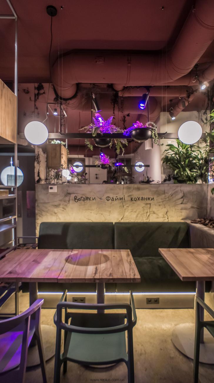 Веганское кафе OMNOMNOM в Львове (фото 12)