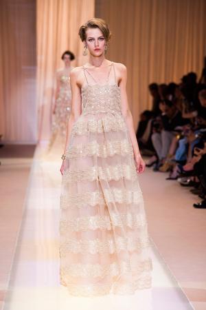 Показ Giorgio Armani Privé коллекции сезона Осень-зима 2013-2014 года haute couture - www.elle.ru - Подиум - фото 556405