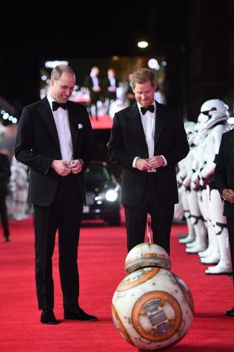 Принцы Уильям и Гарри на премьере новых «Звездных войн» (фото 1)