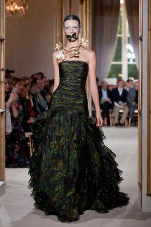 Показ Giambattista Valli коллекции сезона Осень-зима 2012-2013 года Haute couture - www.elle.ru - Подиум - фото 403404