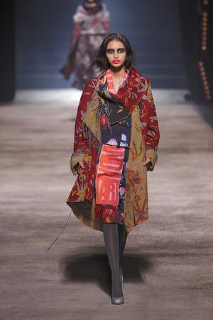 Показ Vivienne Westwood коллекции сезона Осень-зима 2010-2011 года Prêt-à-porter - www.elle.ru - Подиум - фото 155629