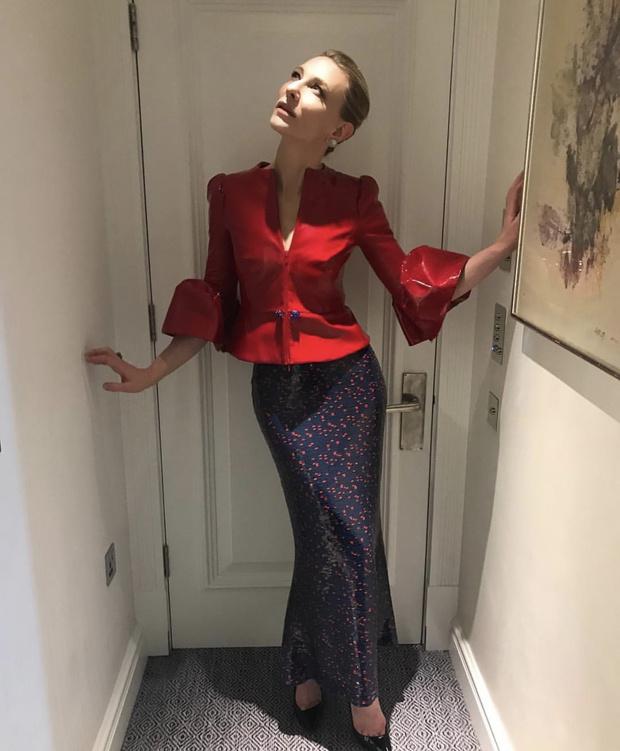 Кутюр, который вышел за границы привычного: виниловый костюм ар-деко Кейт Бланшетт (фото 1)