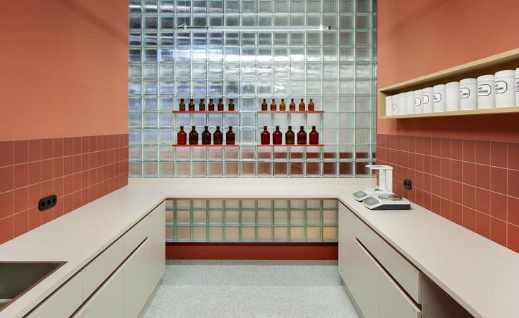 Берлинская аптека в стиле ретрофутуризма (фото 8)