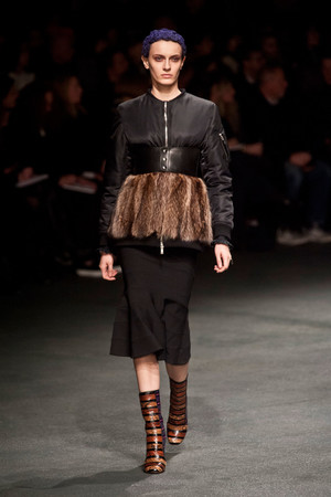 Показ Givenchy коллекции сезона Осень-зима 2013-2014 года Prêt-à-porter - www.elle.ru - Подиум - фото 543166