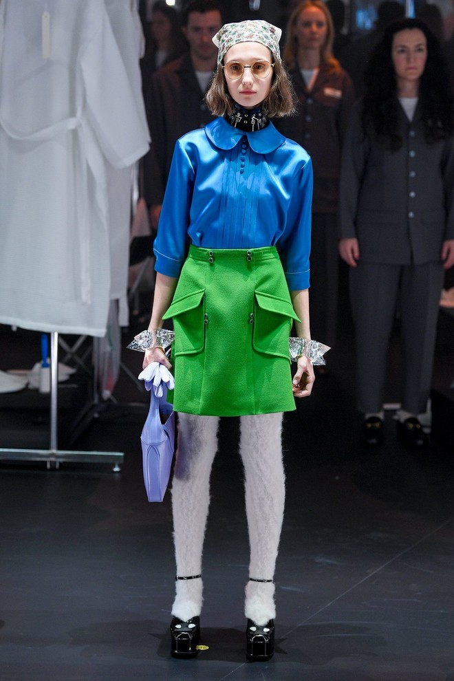 Мастера Gucci дошивали одежду прямо на показе (фото 12.1)
