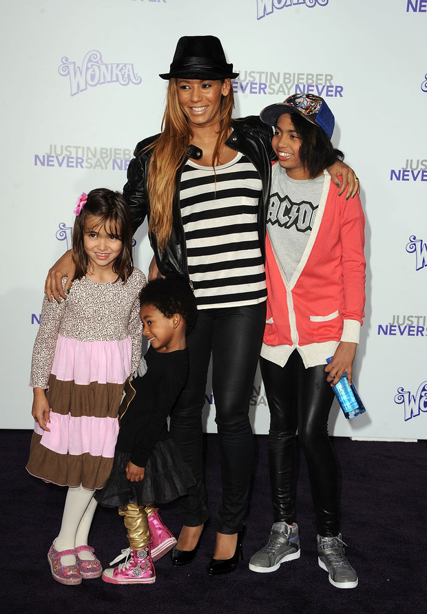 Мел Би с детьми