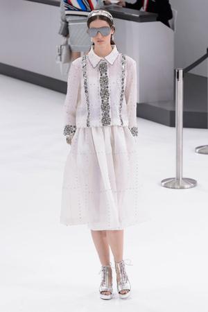 Показы мод Chanel Весна-лето  2016 | Подиум на ELLE - Подиум - фото 4461