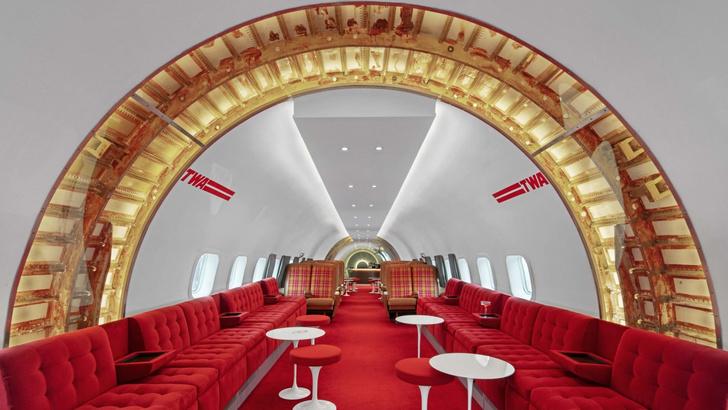Пристегните ремни: бар в самолете при отеле TWA Hotel (фото 0)