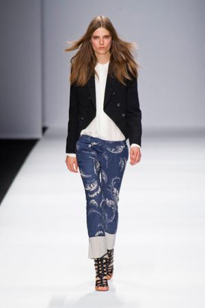 Показы мод Vanessa Bruno Весна-лето 2013 | Подиум на ELLE - Подиум - фото 1028