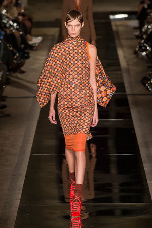 Показ Givenchy коллекции сезона Весна-лето  2017 года Prêt-à-porter - www.elle.ru - Подиум - фото 612930