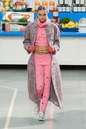 Показы мод Chanel Осень-зима 2014-2015 | Подиум на ELLE - Подиум - фото 4009