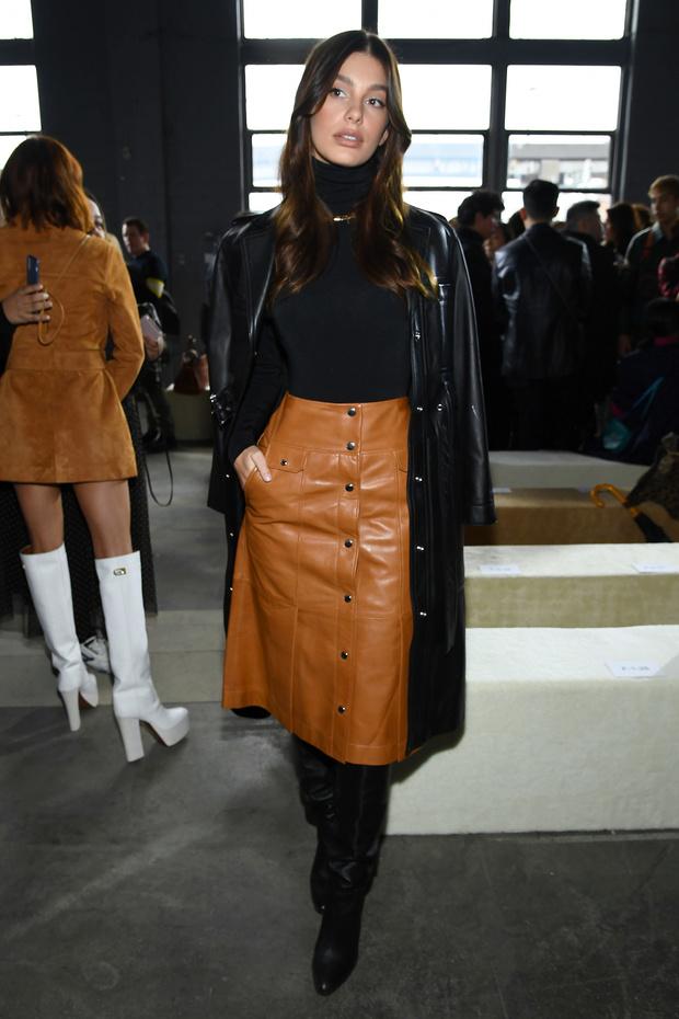 Этой зимой носите кожаную юбку как это делает Камила Морроне (фото 3)