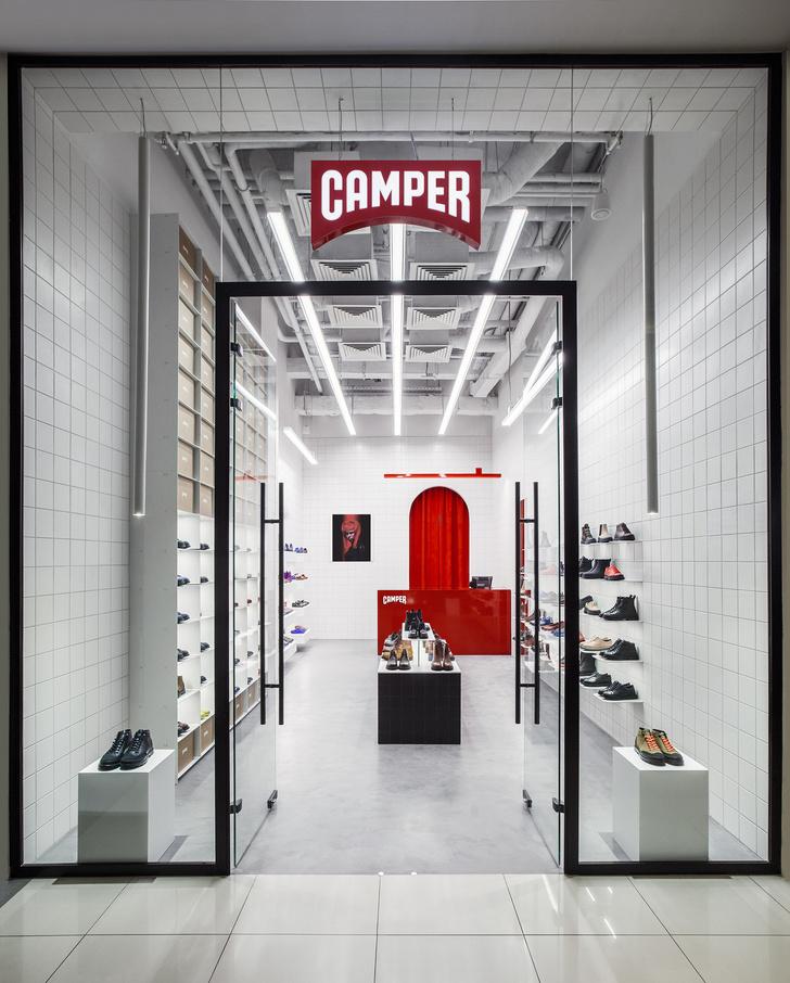 Красное на белом: бутик Camper Together в Москве от студии Asketik (фото 0)