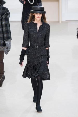 Показ Chanel коллекции сезона Осень-зима 2016-2017 года prêt-à-porter - www.elle.ru - Подиум - фото 605672