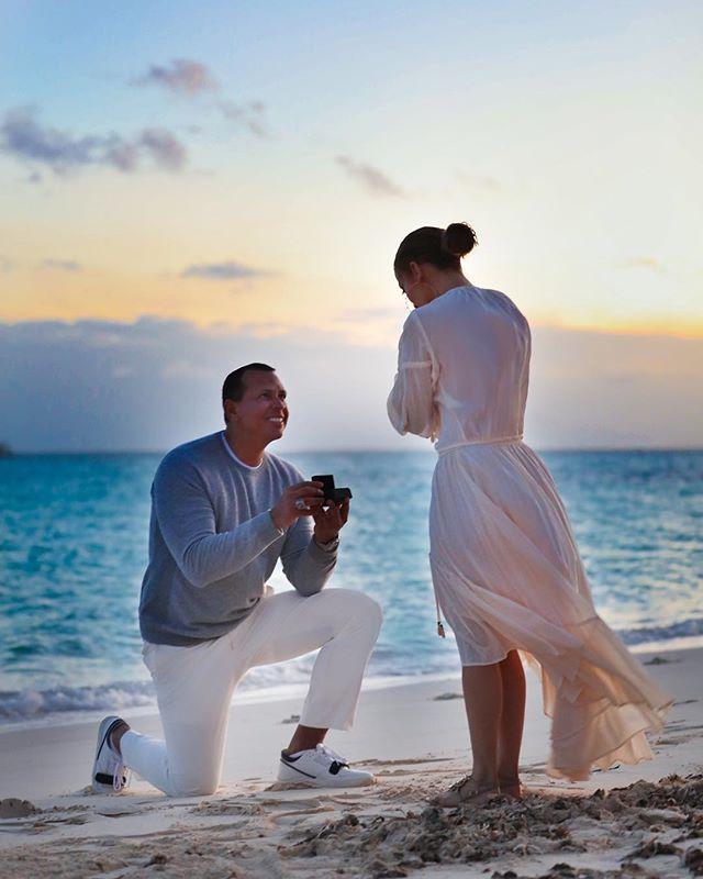 Дженнифер Лопес поделилась трогательными фото с помолвки (фото 1)