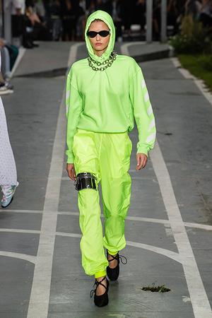 Тренд сезона: носим кислотные оттенки, как Белла Хадид (фото 4)