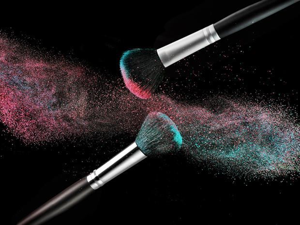 Ни пятнышка: как не испачкать одежду макияжем