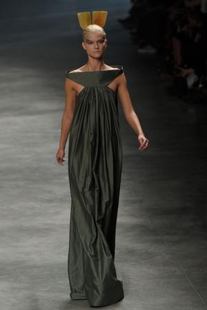 Показы мод Rick Owens Весна-лето 2011 | Подиум на ELLE - Подиум - фото 2514