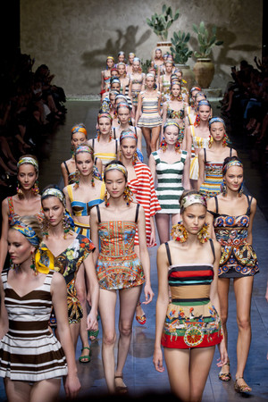 Показ Dolce & Gabbana коллекции сезона Весна-лето 2013 года Prêt-à-porter - www.elle.ru - Подиум - фото 443607