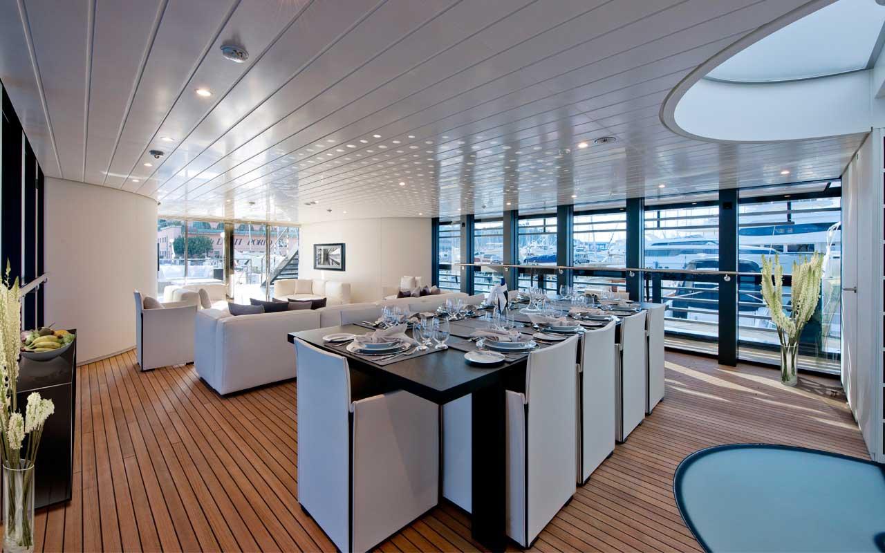 Морская прогулка: парусники и яхты от известных дизайнеров | галерея [4] фото [3]