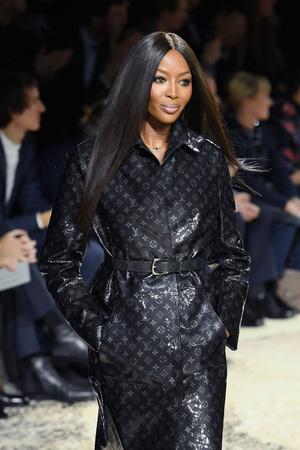 Наоми Кэмпбелл и Кейт Мосс закрыли шоу Louis Vuitton в Париже (фото 2)