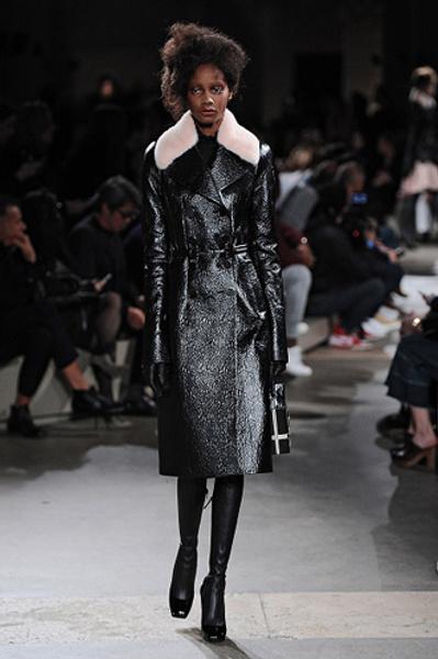 Неделя моды в Париже: показы Alexander McQueen и Paul & Joe ready-to-wear осень — зима 2015-2016 | галерея [1] фото [3]