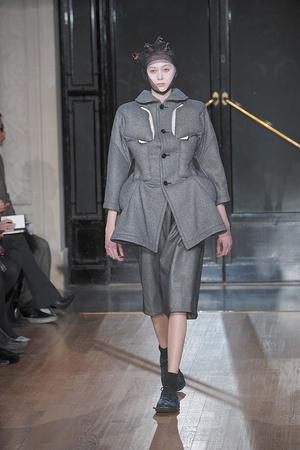 Показы мод Comme des Garcons Осень-зима 2010-2011 | Подиум на ELLE - Подиум - фото 2718
